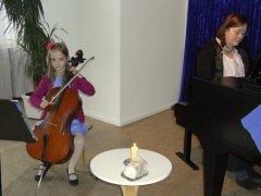 Movimento München Konzertraum Cello-Kind beim Weihnachtskonzert