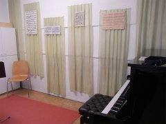 Movimento München Unterrichtsraum Notenschmuck an der Wand