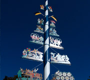 München - Maibaum auf dem Viktualienmarkt